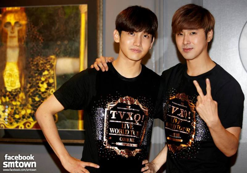 A lovely group, TVXQ no.2-ツアーTシャツの2人