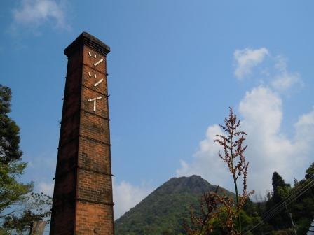 英山と煙突1(2013-05-03)