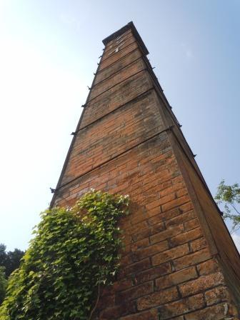 煙突と蔦2(2013-05-03)