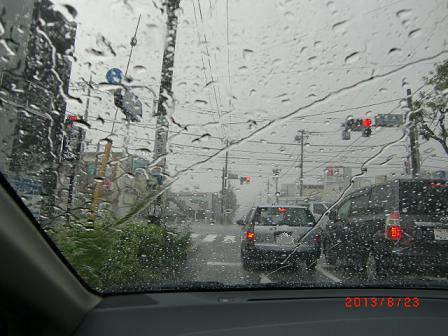 ゲリラ豪雨の中