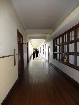 豊郷小学校 廊下 人影