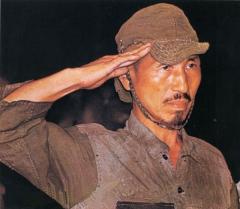 投降する小野田寛朗氏