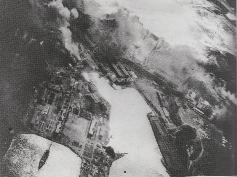 炎上する海軍工廠