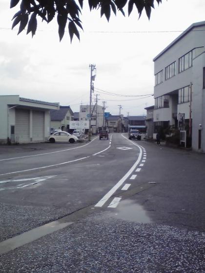 駅前広場から北へ
