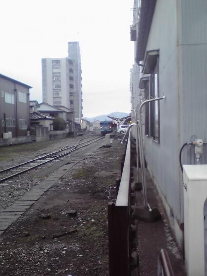 氷見駅ホームと列車