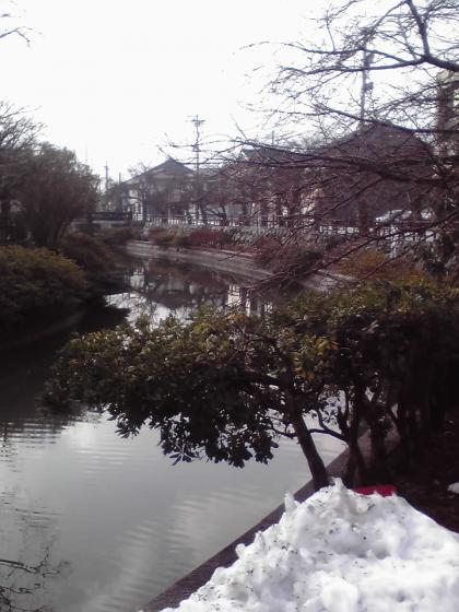 残雪の湊川