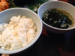 ご飯とわかめスープ