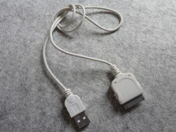 iPod touchの充電ケーブルを純正品に戻しました。