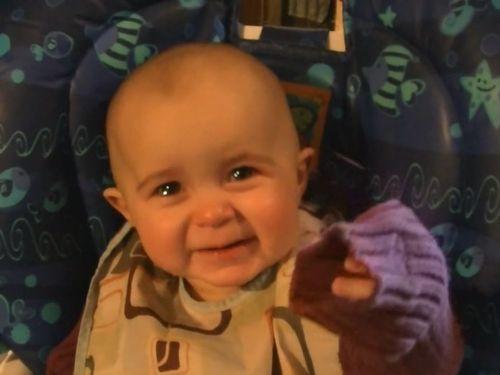 感動的なリアクション…お母さんの歌声に赤ちゃんの涙腺が崩壊してしまう(動画):らばQ1