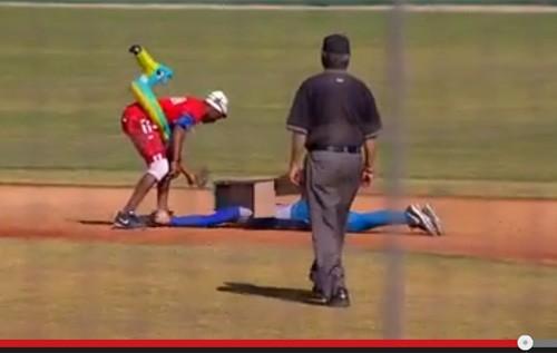 【動画】サンディエゴの野球部がハロウィンコスプレで試合 愛すべきバカ達に世界中が爆笑 - AOLニュース