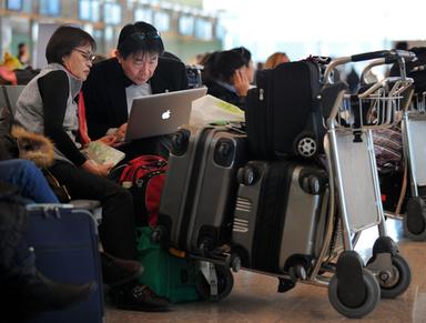 フライト中の電子機器使用を解禁へ、米FAA 写真1枚 国際ニュース:AFPBB News