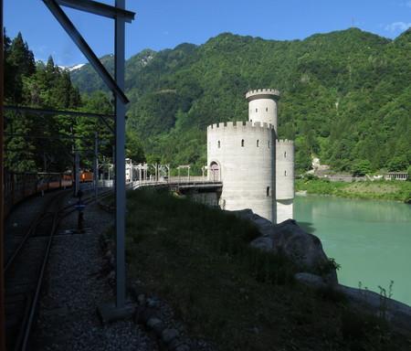西洋の城に似る