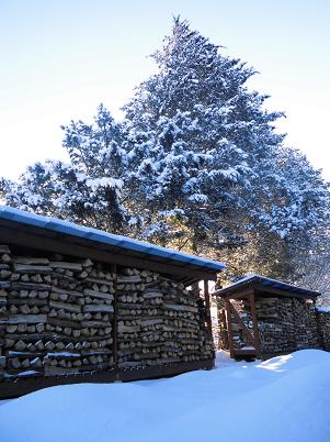 雪の薪棚(2013年12月)
