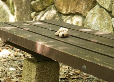 ベンチで休憩