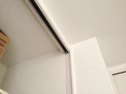 折り戸のレール(上)