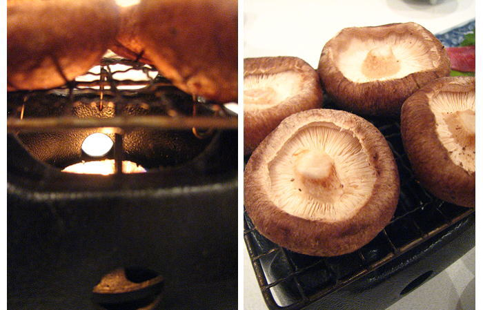 卓上で椎茸の炭火焼