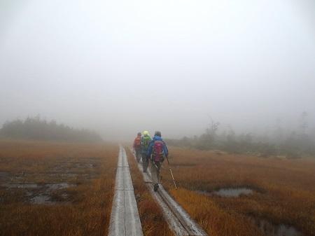 097霧のアヤメ平