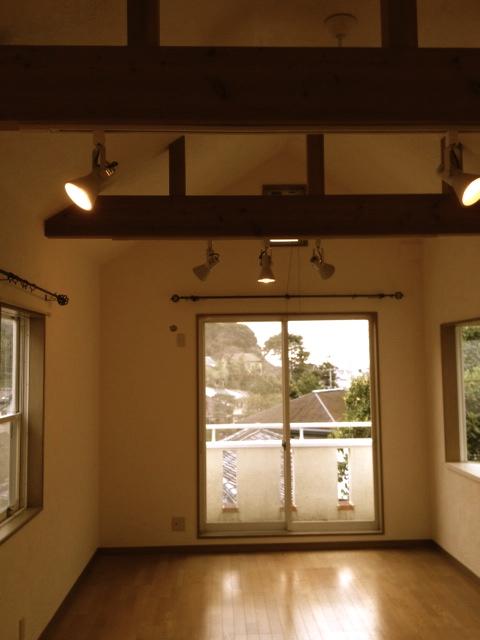鎌倉市内インテリアリフォーム。珪藻土「はいから小町」カラー:れもん