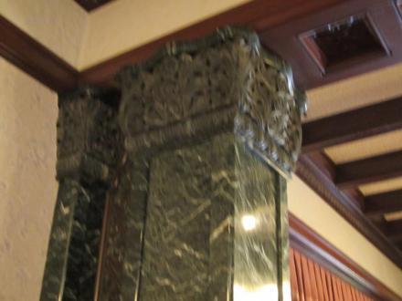 前田邸内観 27 大理石柱
