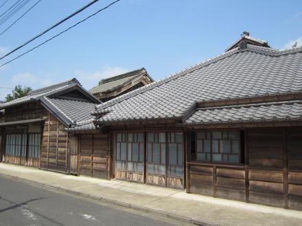 亀村本店南隣の建物①