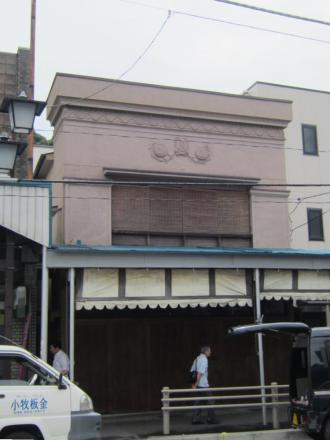 東逸見駅近くの看板建築①