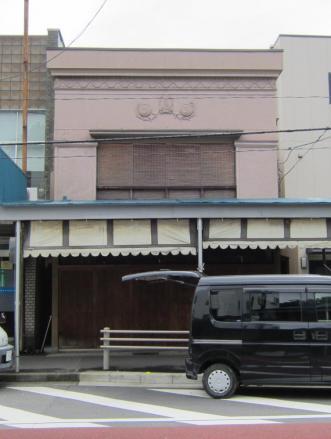 東逸見駅近くの看板建築③