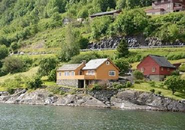 こんな海辺の家2013712