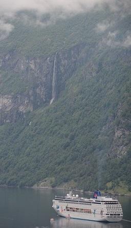 ガイランゲル船と滝