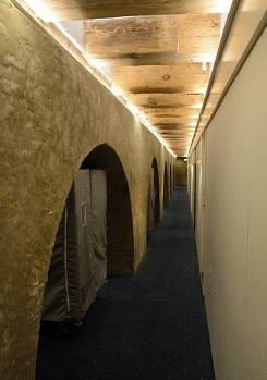 ホテルの廊下2013808