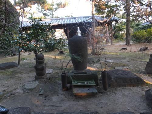 小さな旅を楽しむ-nanshuujiieyasukounohaka