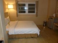 康橋商旅民生館商務房のベッド131004