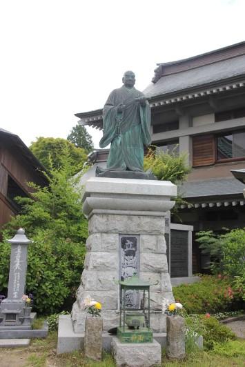 日蓮の銅像