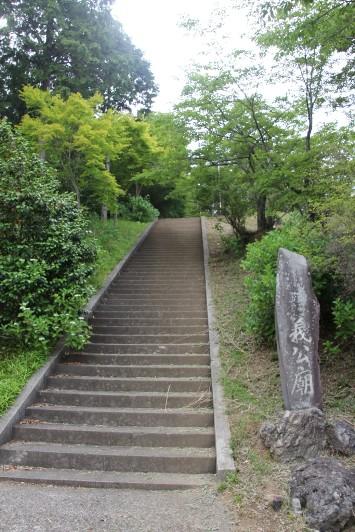 義公廟への石段