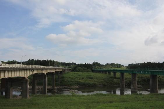 防人の碑からの久慈川