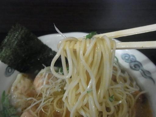 自家製のストレート中細麺