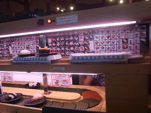 新幹線に寿司皿