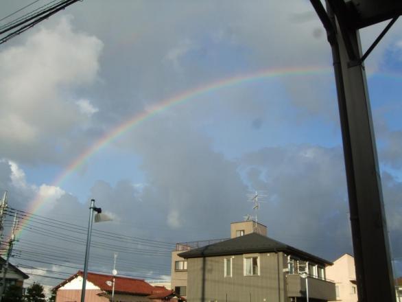 きれいに虹が渡っていました~♪何かいいことあるかしら~・・・2013.09.03~17:16:48