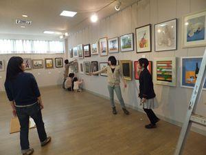 2013 4 28 美術教室展覧会搬入 001_R