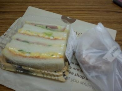 大阪のおいしいパン屋さんサンドイッチとドーナツ