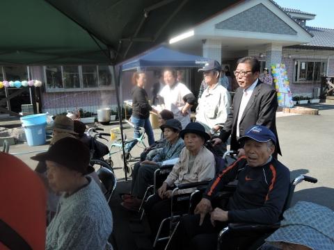 あんず祭 おばあちゃん車椅子