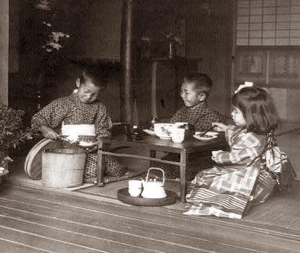 とある昔の日本の子供たちの食事風景image