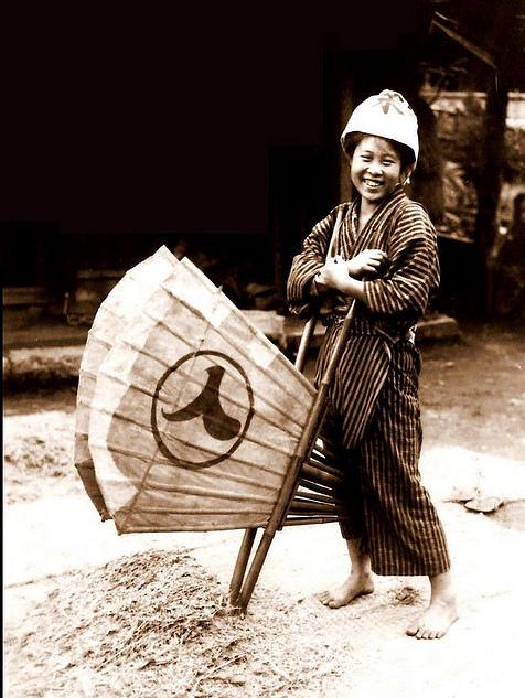 とある昔の日本女性の笑顔なimage