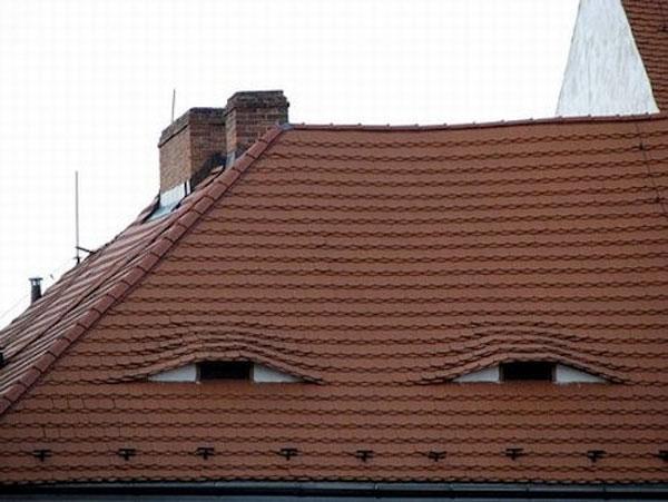 顔に見える家image