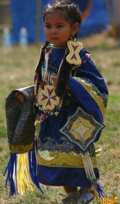 とある民族衣装の少女image