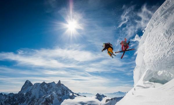とある冬山とスキーヤーimage
