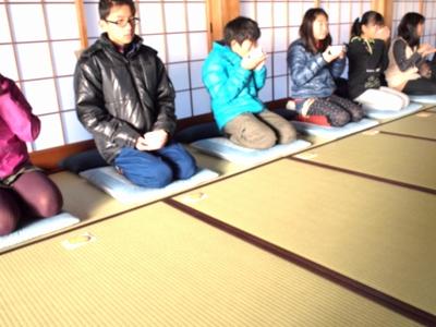 子供坐禅会始まるH26冬3