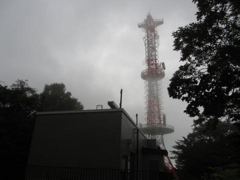 地蔵山のNTT電波塔