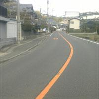 道路の黄色車線