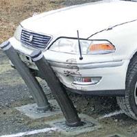 クリープ現象で衝突した車