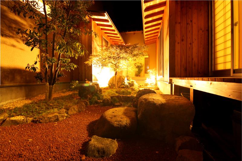 坪庭外から夜景合成